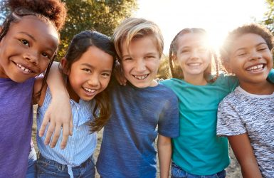 """Wel/niet vaccineren: """"Houd kinderen en jongeren niet klein, maak ze groot en sterk!"""""""